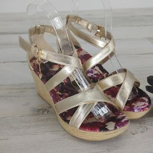 Stuart Weitmen Girl Caye Heather Gold Wedges